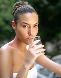 1b622915bd2503f5_woman-drinking-water